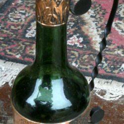 bouteille cuivrée femme biais avant