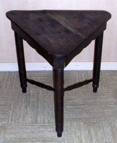 table basse triangulaire. Black Bedroom Furniture Sets. Home Design Ideas