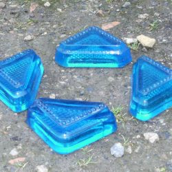 pieds en verre moulé pour meubles bleus 4