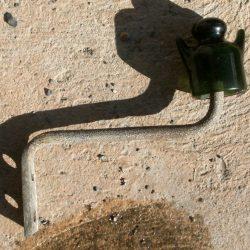 patère avec isolateur à oreilles vert foncé recto
