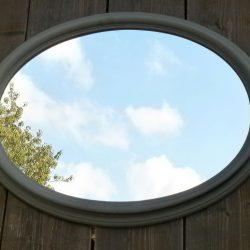 miroir ovale gris en long