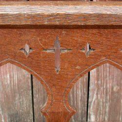 chaise religieuse détail