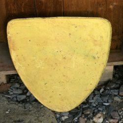 bouclier en fer jaune