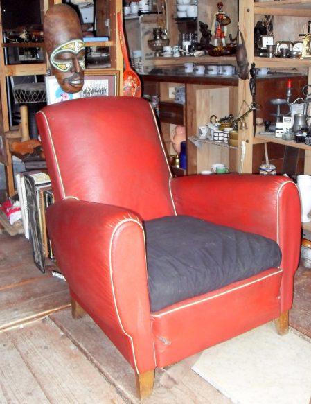 fauteuil rouge des ann es 1950. Black Bedroom Furniture Sets. Home Design Ideas